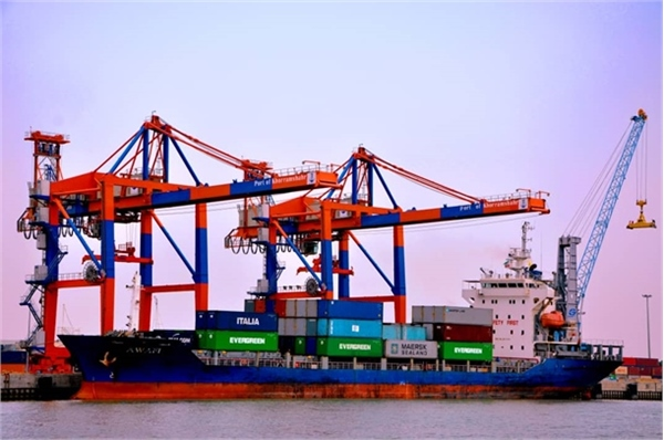 Establishment of a refrigerated container shipping line between Khorramshahr port and neighboring countries