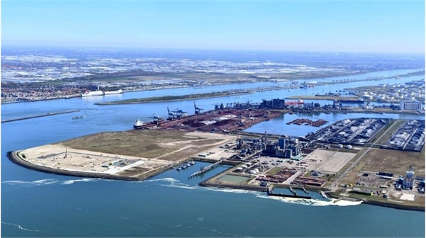 Port of Rotterdam Reports Volume Declines but Accelerates Investments