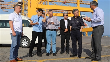 Kazakhstan's ambassador visits Iran's largest trade port